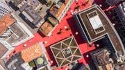 Aus der Vogelperspektive ist der Rote Platz noch ganz der alte. (Bild: Hanspeter Schiess)