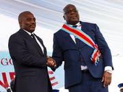 Kongos neuer Präsident Félix Tshisekedi (rechts) und sein Vorgänger Joseph Kabila (links) haben sich auf eine gemeinsame Regierung geeinigt. (Bild: KEYSTONE/EPA/HUGH KINSELLA CUNNINGHAM)