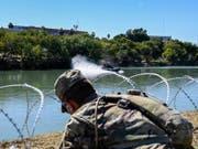 In den USA wurden 16 Soldaten unter anderem wegen Menschenschmuggels an der Grenze zu Mexiko festgenommen. (Bild: KEYSTONE/EPA DVIDS/AIRMAN 1ST CLASS DANIEL HERNANDE / DVIDS HAND)