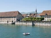 Die Aare in Solothurn wurde offenbar einem jungen Mann aus Sri Lanka zum Verhängnis. Am Samstagnachmittag ist der leblose Körper eines vermissten 22-Jährigen geborgen worden. (Bild: KEYSTONE/ANTHONY ANEX)