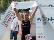 Julie Derron läuft auch in Kasan als erste Athletin über die Ziellinie (Bild: KEYSTONE/TI-PRESS/GABRIELE PUTZU)