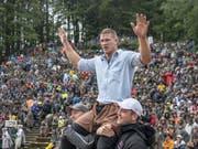 Pirmin Reichmuth lässt sich auf dem Brünig als Sieger feiern. (Bild: KEYSTONE/URS FLUEELER)