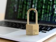 Mails, die angeblich vom Genfer Provider Protonmail kamen: Investigativjournalisten sind Ziel eines Cyberangriffs geworden. (Bild: Keystone/KPINL KPAPA)