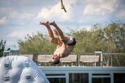 Wie Tarzan an der Liane schwangen sich die Teilnehmer am Seil in Richtung Wasser. (Bild: Reto Martin)