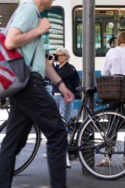 Eine Privatdetektivin observiert in Zürich. (Bild: Gaëtan Bally/Keystone, Zürich, 28. Mai 2018)
