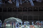 Müll oder Meeresgetier? An den Salzburger Festspielen wird Mozart in die Gegenwart geholt. Aufnahme aus der Felsenreitschule am 22. Juli 2019. (Bild: EPA/ANDREAS SCHAAD EDITOR)