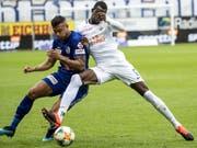 Lucas Alves (links) und Assan Ceesay kämpfen um den Ball (Bild: KEYSTONE/ALEXANDRA WEY)