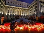 An der Ermordung einer 15-Jährigen in Rumänien hat sich am Samstag eine Massendemonstration gegen die Polizei und Landesregierung entzündet. (Bild: KEYSTONE/EPA/ROBERT GHEMENT)