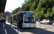 Ein Bahnersatz-Bus beim Bahnhof Wolhusen. (Bild: Corinne Glanzmann, 16. Juli 2012)
