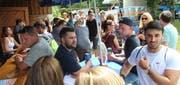 Der Daydance oberhalb von Berneck hat schon zum zweiten Mal stattgefunden – und wie schon letzten Sommer dürften gut 300 Besucherinnen und Besucher gekommen sein. Nur das Wetter trübte diese stimmungsvolle Party: Als es um halb sieben zu schütten begann, nahm die Zahl der Daydance-Gäste rapide ab. (Bild: Gert Bruderer)