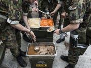 Verdorbene Lebensmittel lösten den Durchfall bei 91 Rekruten in Sitten aus. Mittlerweile sind alle wieder eingerückt. (Bild: Keystone/CHRISTIAN BEUTLER)