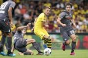 Dortmunds Neuzugang Thorgan Hazard (Mitte) im Testspiel gegen Udinese. (Bild: Freshfocus)