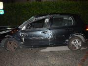 Obwohl sein Auto nach einem Überschlag stark beschädigt war, setzte der Lenker die Fahrt fort. (Bild: Handout Kantonspolizei Solothurn)