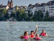 Mit dieser Perspektive kann man sich in Basel ab sofort beim Schwimmen im Rhein ablichten lassen und gleich im Internet zeigen. (Bild: Basel Tourismus)