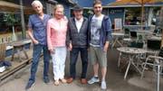 Roman Ramsauer und Moritz «Zane» Liechti mit Köbi und Jadwiga Kuhn, welche dem Set einen Besuch abstatten werden. (Bild: PD)