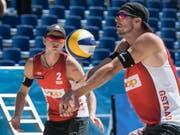 Adrian Heidrich (vorne) und Mirco Gerson stehen als Gruppensieger im WM-Sechzehntelfinal (Bild: KEYSTONE/PETER SCHNEIDER)