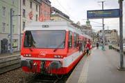 Ein Zug der Rorschach-Heiden-Bahn (RHB) am Hafenbahnhof in Rorschach. (Bild: Raphael Rohner)