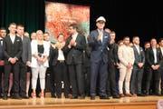 Der Kapitän nimmt Abschied von seiner Mannschaft: CEO Stefan Scheiber applaudiert den erfolgreichen Lehrabgängern. (Bilder: Andrea Häusler)