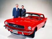 Der frühere Chrysler-Chef Lee Iacocca (links) galt als einer der Väter des Ford Mustang. (Bild: KEYSTONE/EPA/FORD / HO)