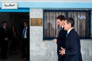 UNRWA-Generalkommissar Pierre Krähenbühl (links) und Aussenminister Ignazio Cassis beim Besuch einer Bildungseinrichtung in der jordanischen Hauptstadt Amman im Mai 2018. (Bild: KEYSTONE/Ti-Press/Gabriele Putzu)