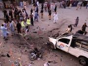 Bei einem Bombenanschlag im Südwesten Pakistans sind mindestens fünf Menschen getötet und mehr als 25 weitere verletzt worden. (Bild: KEYSTONE/EPA/JAMAL TARAQAI)