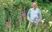 Andi Götz in seinem Garten. Er engagiert sich seit vielen Jahren für den Klimaschutz und den Naturschutz. Bild: PD