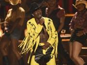 Der Song «Old Town Road» von US-Rapper Lil Nas X hat den Rekord für die längste Zeit an der Spitze der US-Single-Charts gebrochen. (Bild: Keystone/AP Invision/CHRIS PIZZELLO)
