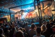 Im ehemaligen Fabrikgebäude Conrad Sohm gibt es am Kultursommer hochkarätige Konzerte und legendäre Vegihotdogs. (Bild: PD)
