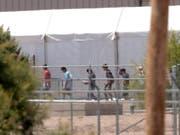 Von ihren Familien getrennte Migranten in einer Unterkunft im US-Bundesstaat Texas. (Bild: KEYSTONE/AP/MATT YORK)