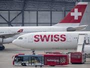 Die Fluggesellschaft Swiss hat im ersten Halbjahr den Preisdruck in Europa zu spüren bekommen. (Bild: KEYSTONE/CHRISTIAN MERZ)