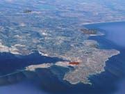 Augusta auf Sizilien: Hier liegt das Küstenwachschiff «Gregoretti». Die geretteten Migranten und Flüchtlinge dürfen nun Land. (Bild: Google Maps)