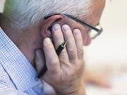 Eine Studie weist nach: Wer in der Jugend eine zweite Sprache lernt, entwickelt mehr Gehirnvolumen - und das bleibt so bis im Alter. Ob sich dieselbe Wirkung auch mit Senioren-Sprachkursen erzielen lässt, wird nun in einem weiteren Schritt erforscht. (Bild: Keystone/CHRISTIAN BEUTLER)