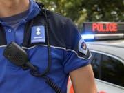 Szenen wie in einem Film: Die Polizei lieferte sich mitten in Genf eine wilde Verfolgungsjagd mit einem französischen Raser. (Bild: Keystone/MARTIAL TREZZINI)