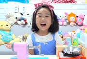 Boram stellt in ihren Videos Spielzeuge vor. Bildquelle: Youtube
