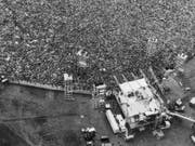 Gilt als Höhepunkt der Hippie-Bewegung in den USA: Das Musik-und Kunstfestival Woodstock im August 1969. (Bild: KEYSTONE/AP/MARTY LEDERHANDLER)
