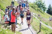 Der Stanserhorn-Berglauf ist auch wegen der einmaligen Stimmung an der Strecke beliebt.Bild: Manuela Jans-Koch (Stanserhorn, 1. Juli 2018)