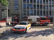 Die Feuerwehr stand beim Bahnhofplatz St.Gallen im Einsatz. (Bild: Raphael Rohner)