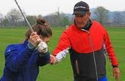 Paul Wesselingh trainiert mit Leidenschaft die Golf-Jugend im GC Gams-Werdenberg. Nun wird er in Bad Ragaz an den Swiss Seniors Open zeigen, was er im Umgang mit dem Golfschläger drauf hat. (Bild: Robert Kucera)