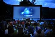 Jeder Besucher kann seinen eigenen Stuhl ins Open-Air-Kino mitnehmen. (Bild: Corinne Glanzmann)