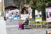 Der alte Bahnhof (links hinten im Bild) im Vorfeld der kantonalen Wahlen im Frühling. (Bild: Manuela Jans-Koch, Kriens, 9. März 2019)