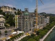Blick auf das Luzerner Luxushotel «Palace», das derzeit saniert wird. (Bild: Dominik Wunderli, 3. Juli 2019)