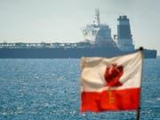 Der Öltanker «Grace 1» ist seit Donnerstag vor Gibraltar gestoppt. Grossbritannien hegt den Verdacht, dass der Supertanker illegal iranisches Öl nach Syrien bringen wollte. Iran hat die sofortige Freigabe des Schiffes gefordert und spricht von einem «Akt der Piraterie». (Bild: KEYSTONE/AP/MARCOS MORENO)
