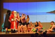 Die Jugendlichen boten eine selbst entworfene Abschiedsvorstellung auf der Bühne der Hörnlihalle. (Bilder: Christoph Heer)
