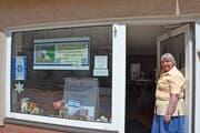 Jüdin Yehudit Bracha Bachman in Anklam vor ihrem «Schlomi-Shop».Bild: Christoph Reichmuth (Anklam, Juli 2019)