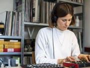 Die Luzerner Künstlerin Martina Lussi erforscht die unerschöpflichen Möglichkeiten von elektroakustischem Sound. (Bild: Keystone/ALEXANDRA WEY)