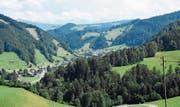 Das Neckertal und Teile der Gemeinde Hemberg von Oberhelfenschwiler Boden aus fotografiert. Die Zustimmung der Bevölkerung vorausgesetzt, wird aus diesem ganzen Gebiet eine Gemeinde. (Bild: Urs M. Hemm)