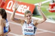 Lea Sprunger lässt sich von ihrem Heimpublikum feiern. (KEYSTONE/Alexandra Wey)