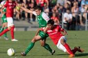 St.Gallens Tim Staubli (links) gegen den Thuner Ahmed (Bild: Claudio de Capitani/Freshfocus)