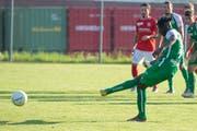 St.Gallens Axel Bakayoko verwertet einen Penalty zum 5:1. (Bild: Claudio de Capitani/Freshfocus)