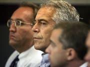 Der US-Milliardär Jeffrey Epstein ist wegen neuen Anschuldigungen im Zusammenhang mit Sexhandel festgenommen worden. (Bild: KEYSTONE/AP Palm Beach Post/UMA SANGHVI)